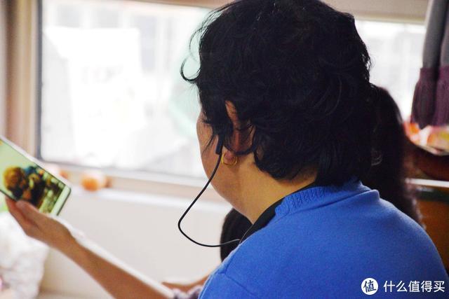 8000元的助听器,不如1MORE无线智能辅听耳机,还能自动连接电视