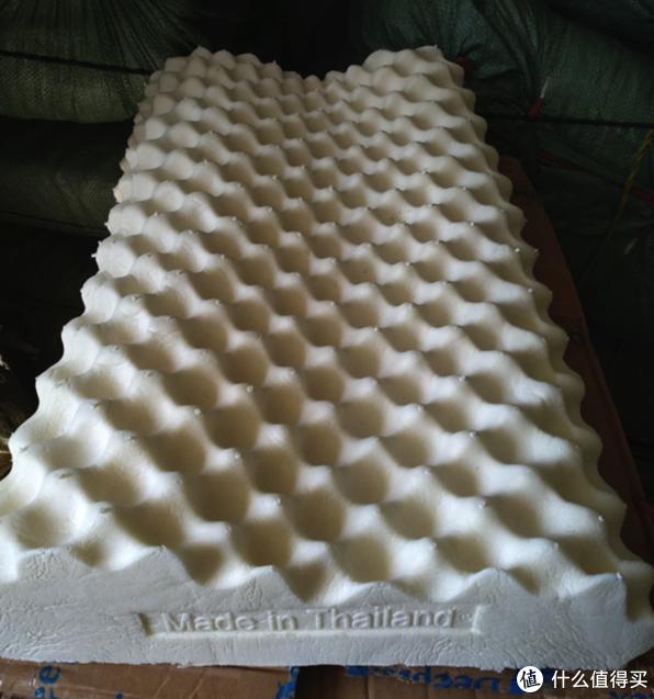 「deeptex的爆款高低按摩枕的新生产线枕芯图 max说可以看到明显的工艺改进 但是笔者并不是很懂」特别注意!!!*****:请不要复制上图用于其他场合!如有发现本人会保留追究法律责任的权利