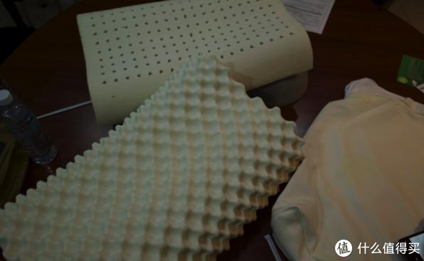 「枕芯质量目测还是不错的 就是整体比较偏硬一些」