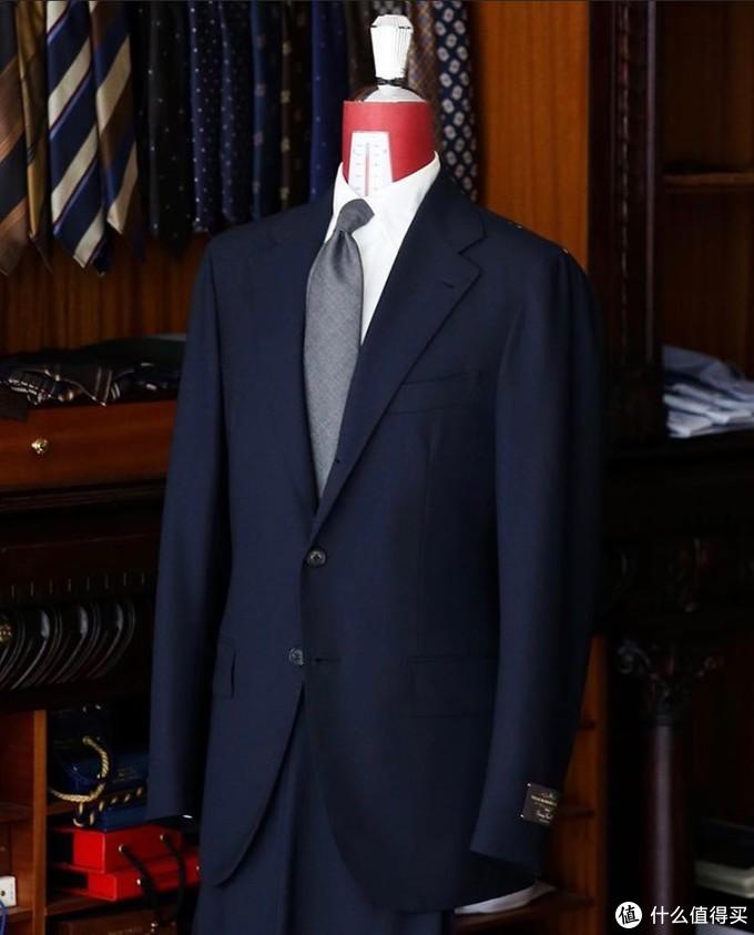 职场礼仪的第一课---毕业生应该如何定制一套适合自己的西装