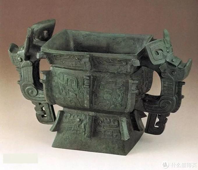 亚醜方簋 商代 台北故宫博物院 图片来源于网络侈口鼓腹兽首耳方体式