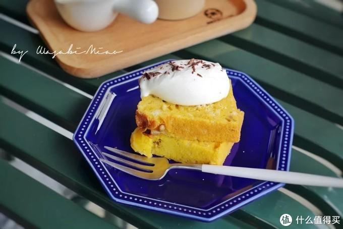 """用小鹅黄制作的南瓜坚果蛋糕(菜谱见""""下厨房"""")"""