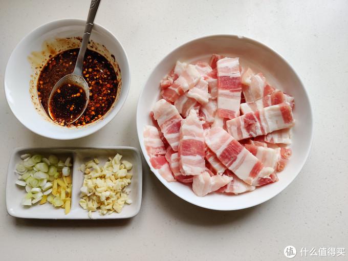 五花肉烤着吃,简单省事,巨好吃,跟着大妈薅的五花肉就这样吃光光