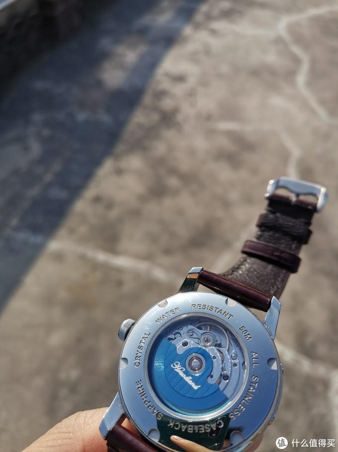 海鸥st21机芯,摆陀是镀蓝的,感觉做的很有心意