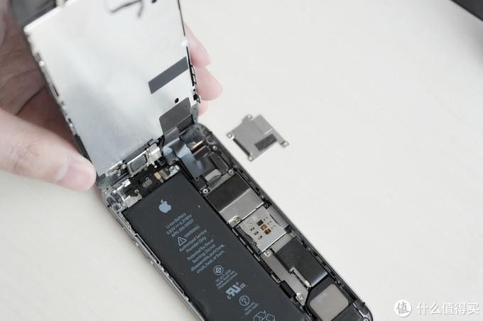 翻车了!iPhoneSE更换电池还搭进去了一块屏幕