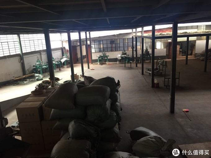 云县茶坊村,这家在当地算是较大的企业了,老板姓姚,来自湖南,兄弟三人同时到此,最终只有他一人坚持至今,凡事亲力亲为,自然技术也日益精进。