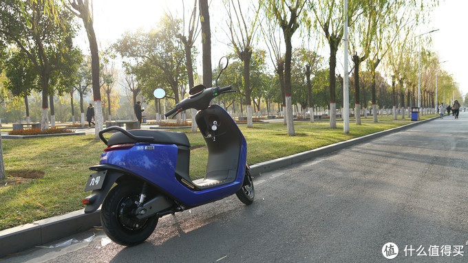 回头率100%!美丽、优雅又安静,轻盈穿梭在钢铁丛林中的迅捷精灵 -九号电动摩托车E100