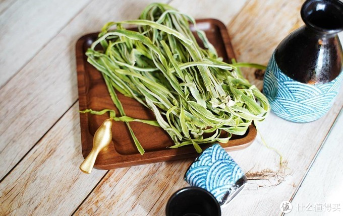 给生活加点料,一碟精致的凉拌贡菜送给您。