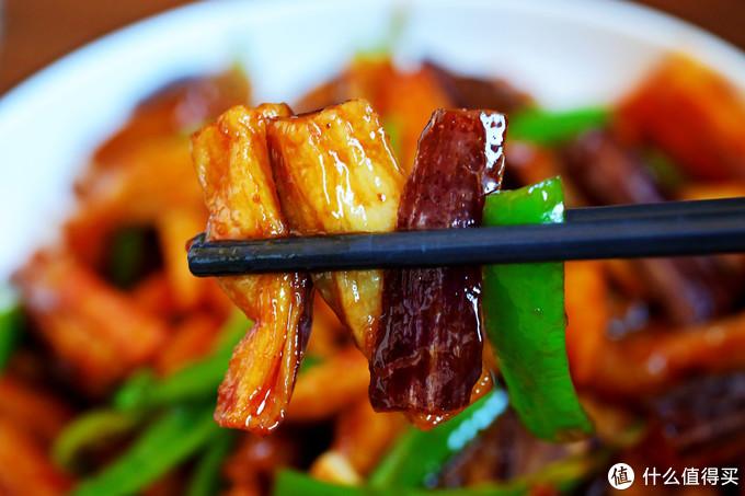 土豆别再炒丝了,这做法只需一碗料汁,比肉还好吃,出锅被扫光