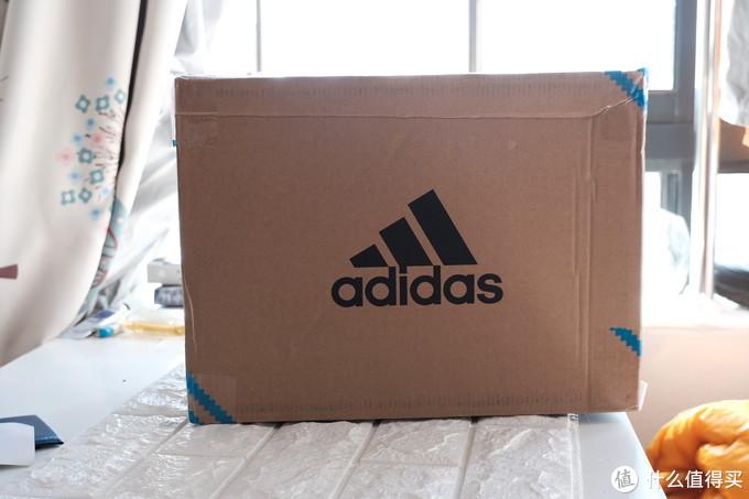 一个小箱子过来了,