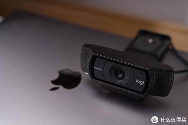 用主播级的摄像头开视频会议,美颜也就罢了还能追焦