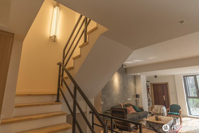 客厅楼梯间