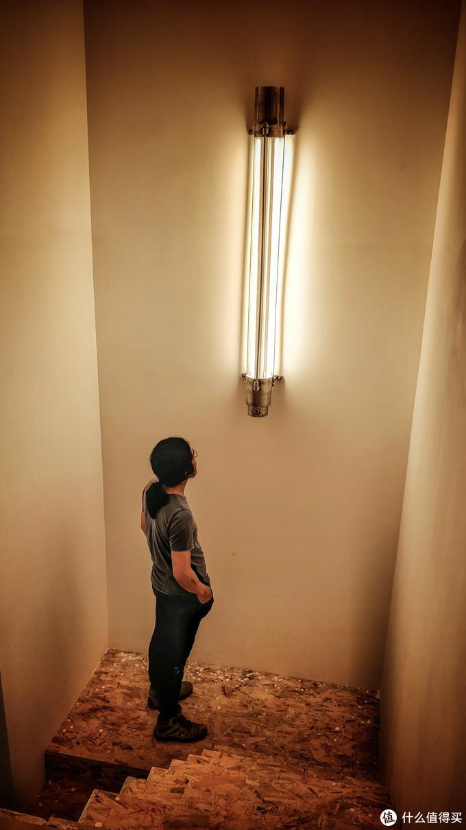 斥巨资买的大壁灯
