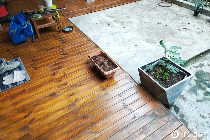 自己刷了木蜡油的防腐木地台