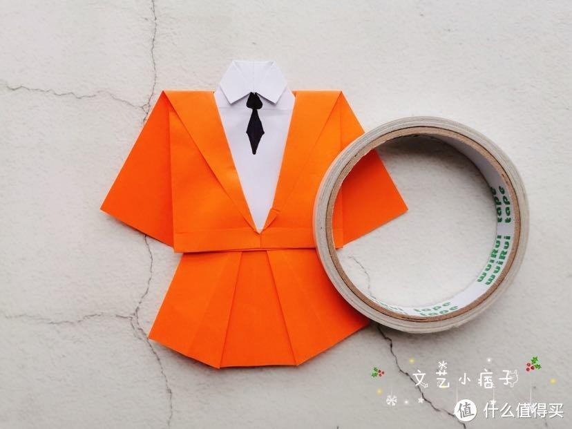 用彩纸制作小衣服套装,让生活变得多彩斑斓