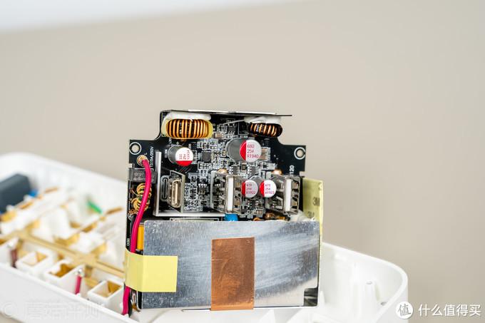 或是商务人士出差的最佳伴侣、紫米六位延长线插座(含65W三口适配器) 深度拆解评测