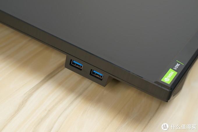 显示器左侧提供两个USB3.0接口