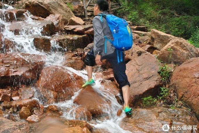 溪中有条变色龙——洛弛红clorts溯溪鞋3H020B评测