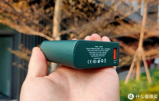 AENZR充电宝评测:支持全协议快充,自带功率数显屏,体积比银行卡小
