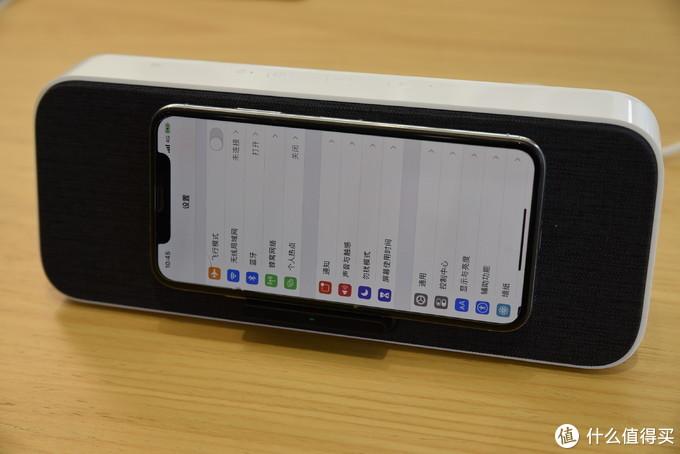 三星,苹果同样支持无线充电,充电有效感应4mm,带壳也可以哦。