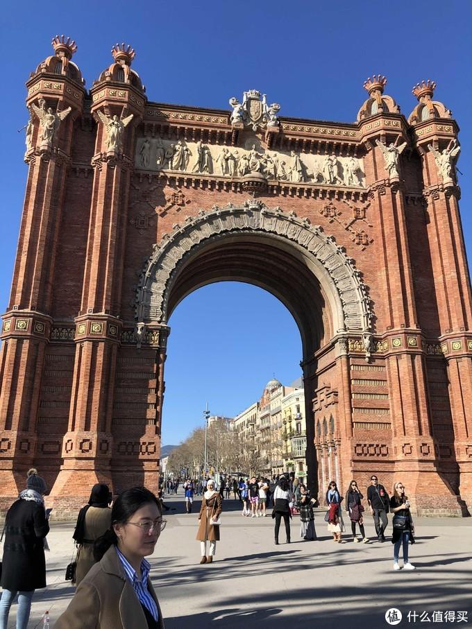 西班牙凯旋门,也是巨大建筑