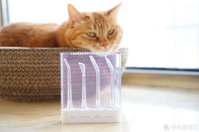 虽然,这个收纳盒虽然好看,喷嘴也十分齐全,但盒子实在有点难打开,同时喷嘴也不好从盒子底座拿出来,有点紧。