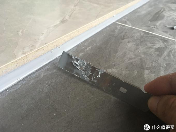 阳台与客厅留够了落差并封胶