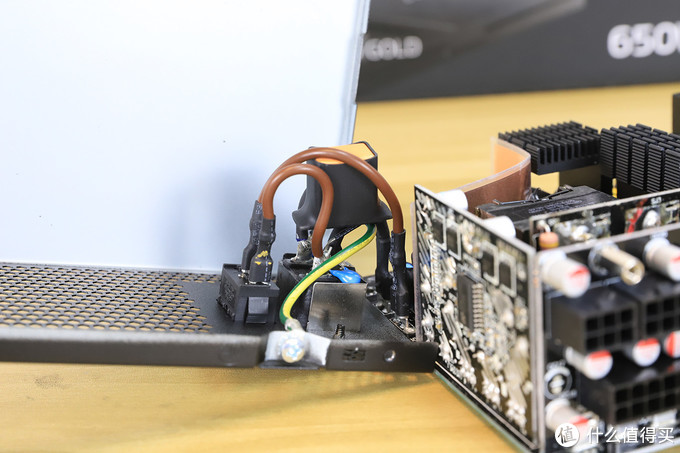 十年质保的小身材精品,XPG CR650金牌全模组电源