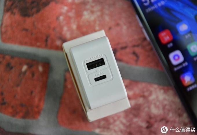 轻便小巧,毕亚兹旅行充电器给便捷的生活加分