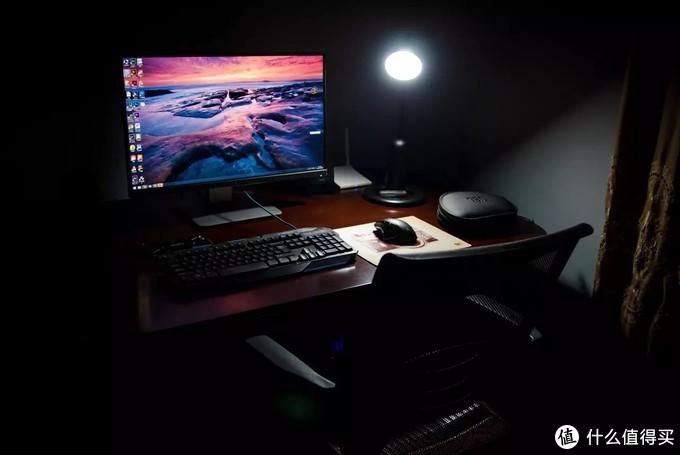 四年前的桌面,当时把家里的电脑桌当成了电脑桌