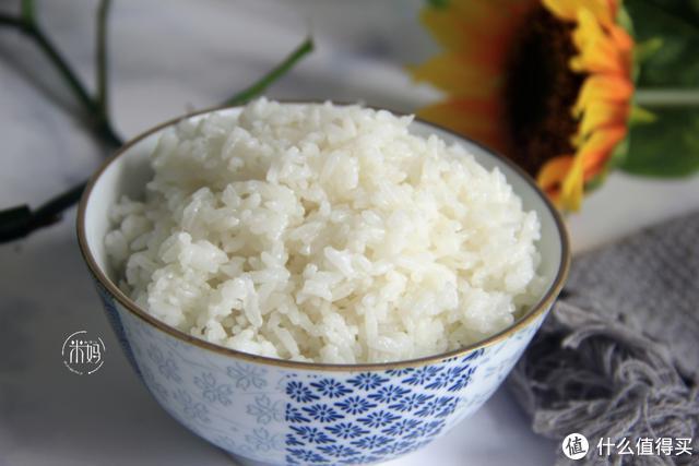 煮米饭记住这4点,煮出的米饭粒粒分明更香软,没菜也能吃2大碗