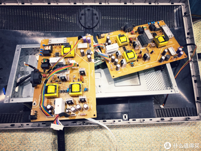 淘宝300多买的电源板,完全一模一样,最后就是把电源板更换上去然后原路返回就搞定。