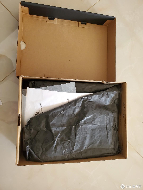 👆鞋盒内包装很完整