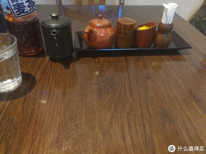 选择了桌子就座