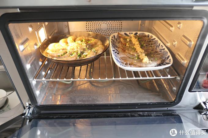 ▲即使是34L容量的蒸烤箱,内部空间也很宽裕