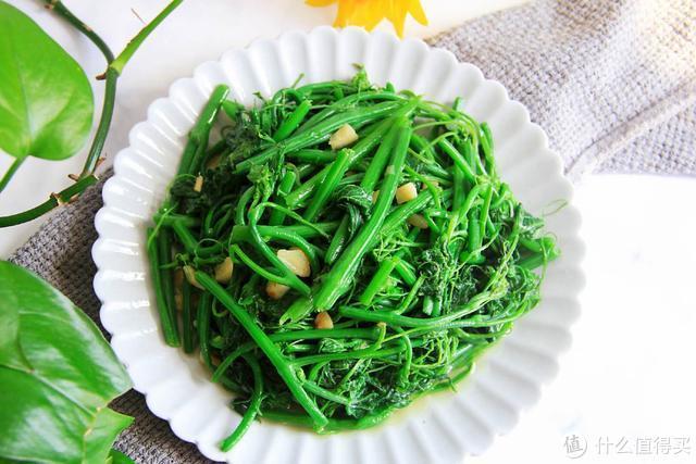 不管炒啥青菜,都别直接下锅,牢记这4点,青菜翠绿不发黑不出水
