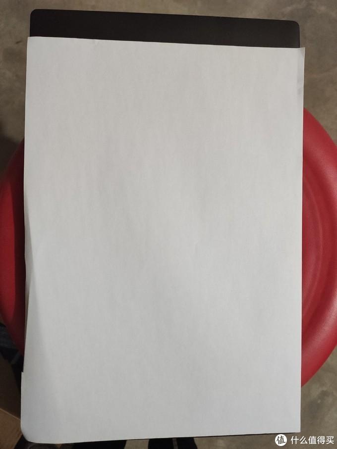 比A4纸张稍微长3cm左右,宽度大体相当