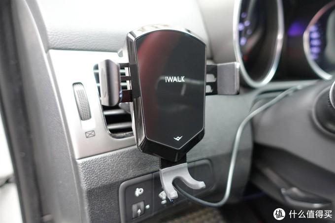 iWALK车载无线充电支架,上车放上去就自动夹紧充电,下车即满电