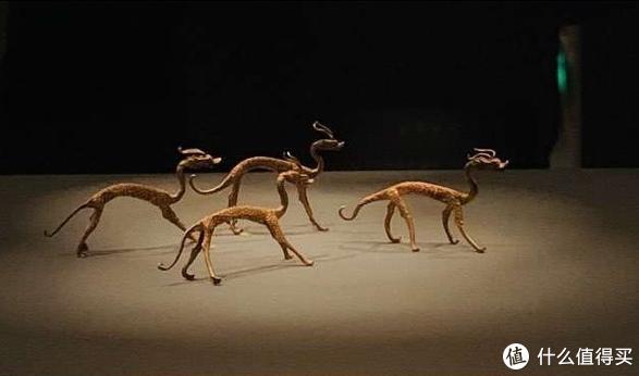 赤金走龙-唐朝文物