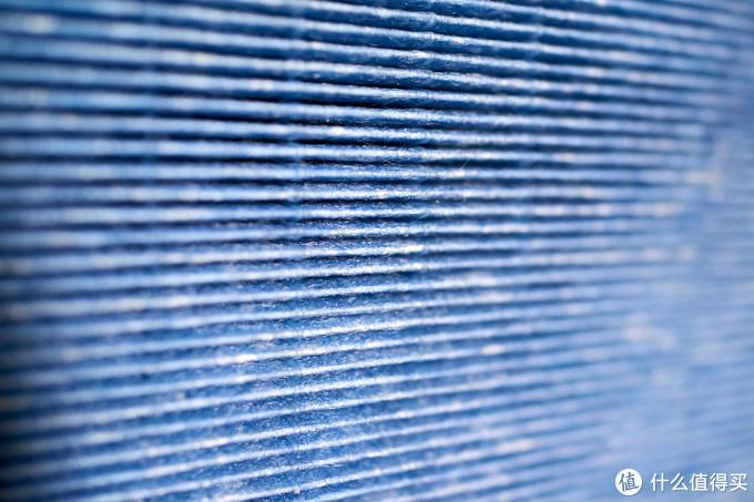 纤维HEPA滤网应该都是主流产品都会采用的吧,不过网站上宣称说这个滤网展开可以达到差不多15米,吸附面积是3.8平方米,不晓得这算不算是比较独特的地方。