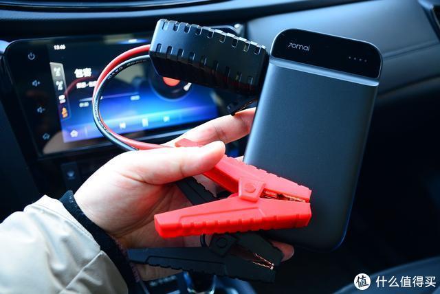"""小米生态链奇葩""""充电宝"""":能给汽车打火,还能给手机充电"""