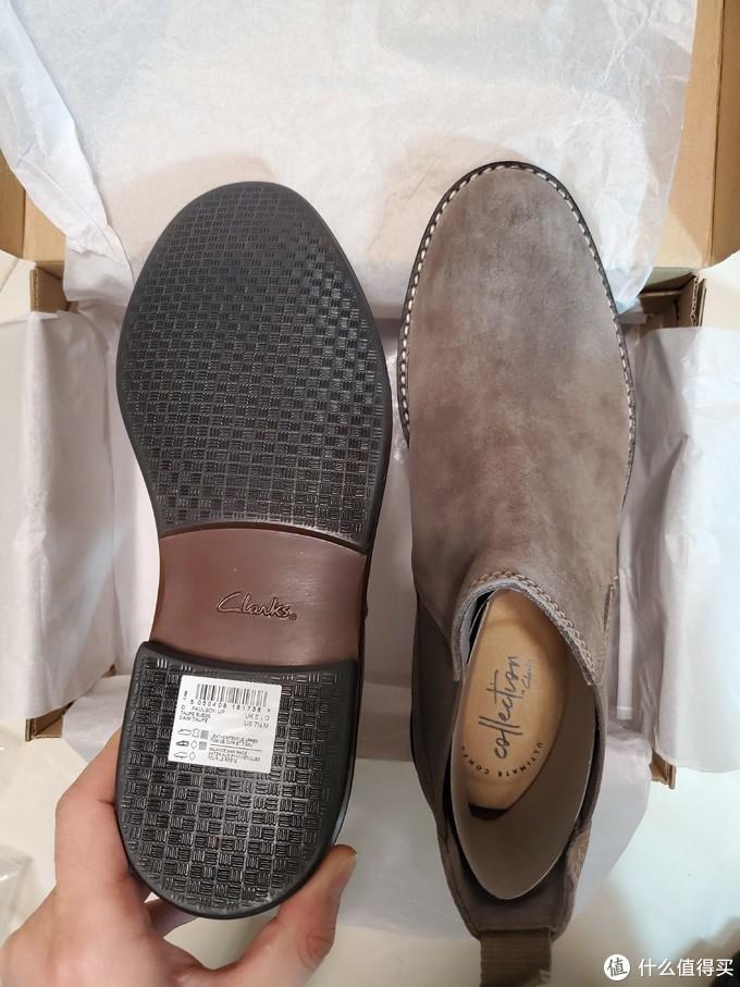 👆鞋底还是比较防滑的,上脚踩过之后也没有那么硬