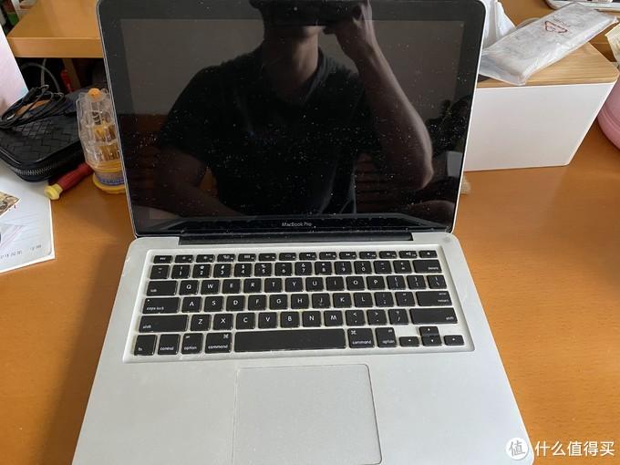 正面远看可能看不出来,屏幕和键盘都是还不错的就是脏