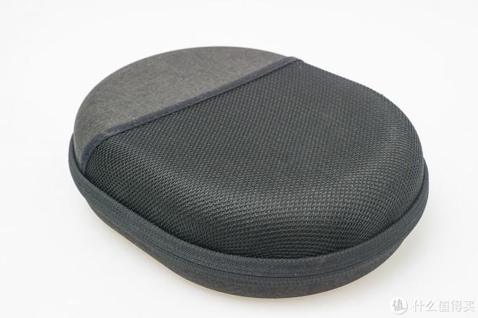 耳机盒的背面可以放一些小零件,细节好评