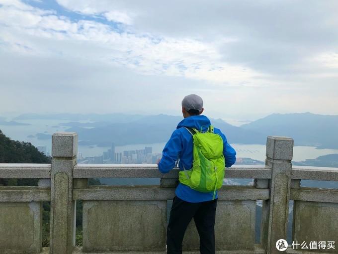 在好汉坡眺望盐田港