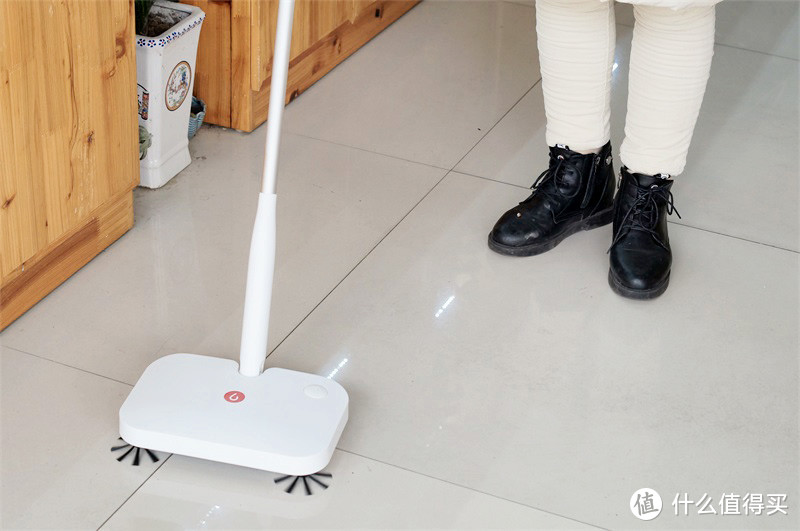 无拘无束,轻松打扫——宜洁手持无线扫地机测评