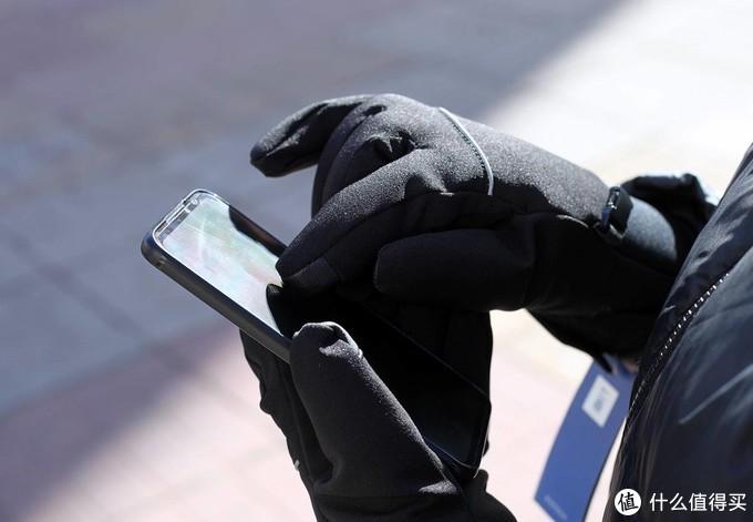 告别户外冻手刷手机,冬天必备的七面手套测评