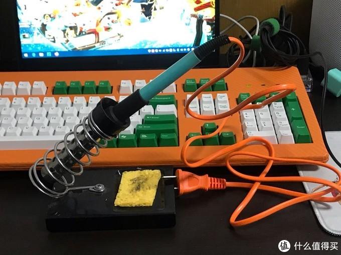 电烙铁(橙色和我的键盘真搭)底座不重要,清洁海绵可用抹布代替