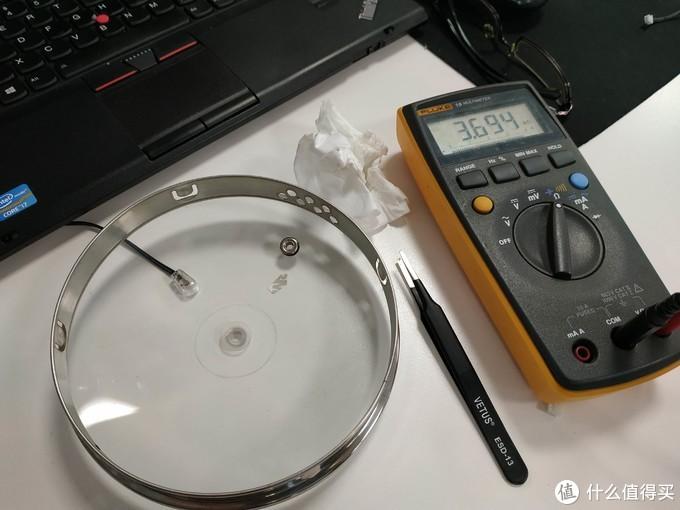 光感接收器其实就是个光敏电阻,我嫌灵敏度低,所以调整了一下光敏电阻的角度,并且决定不用贴纸固定在玻璃上
