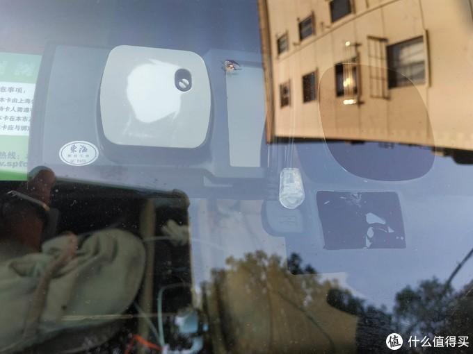 光学传感器正好卡死在行车记录仪取电线内侧,动都不动